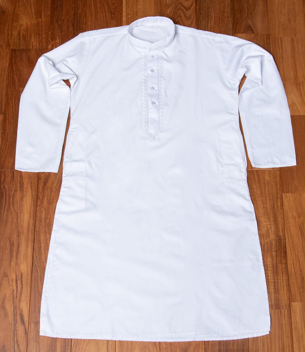シンプルホワイト クルタ・パジャマ上下セット インドの男性民族衣装 6 - 上着の全体写真です