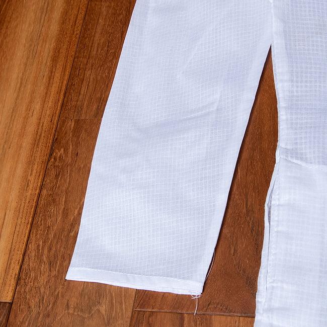格子模様のホワイト クルタ・パジャマ上下セット インドの男性民族衣装 12 - 拡大写真です