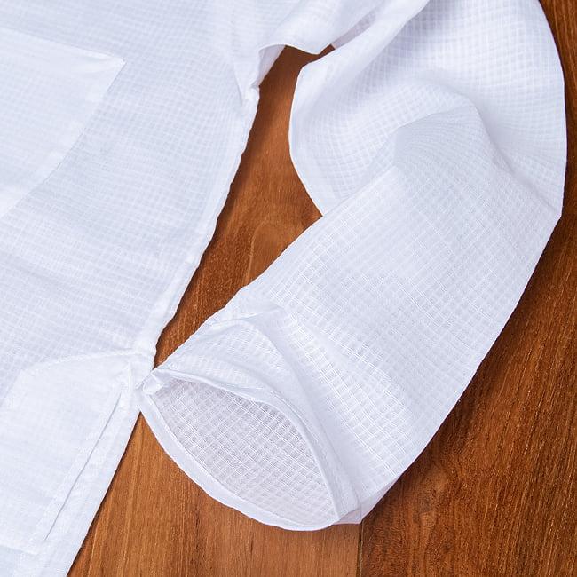 格子模様のホワイト クルタ・パジャマ上下セット インドの男性民族衣装 13 - ポケットの写真です