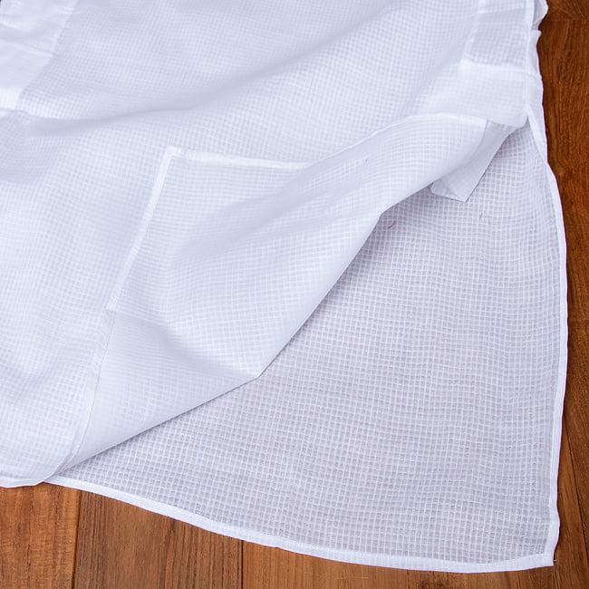 格子模様のホワイト クルタ・パジャマ上下セット インドの男性民族衣装 14 - 裾の拡大写真です