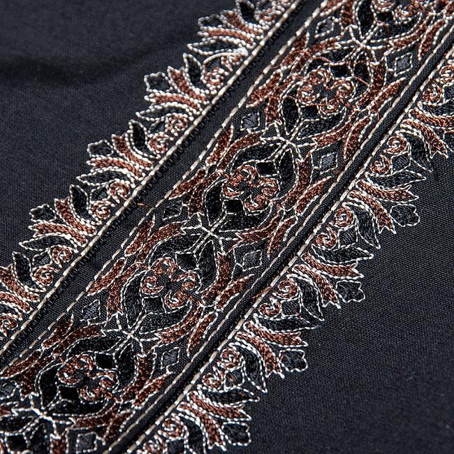 比翼仕立てのブラック クルタ・パジャマ上下セット インドの男性民族衣装 11 - 腕周りの写真です
