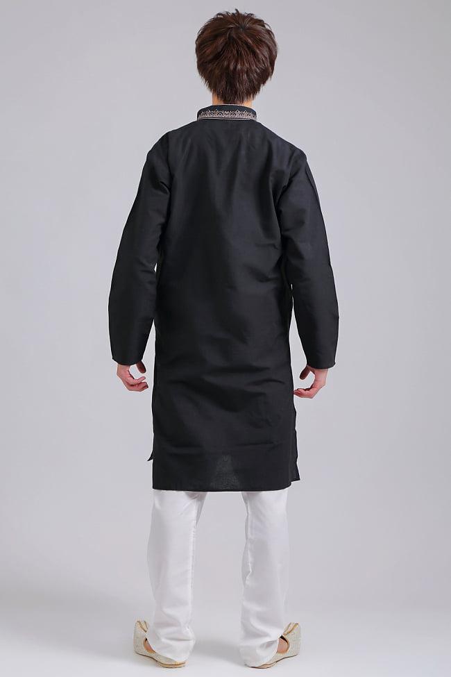 比翼仕立てのブラック クルタ・パジャマ上下セット インドの男性民族衣装 3 - 後ろからです