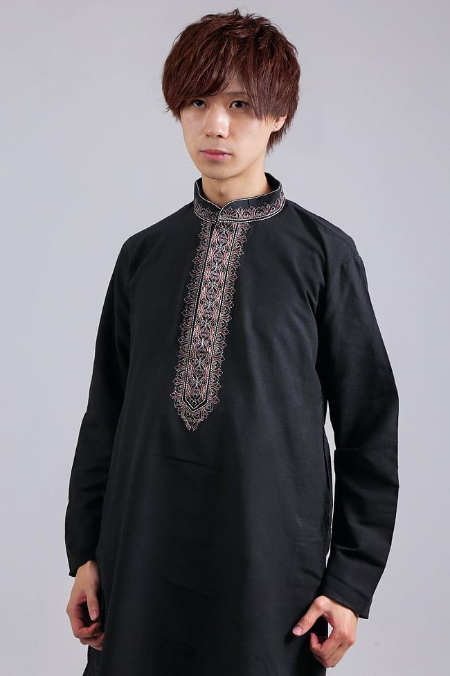 比翼仕立てのブラック クルタ・パジャマ上下セット インドの男性民族衣装 4 - 胸元の拡大写真です