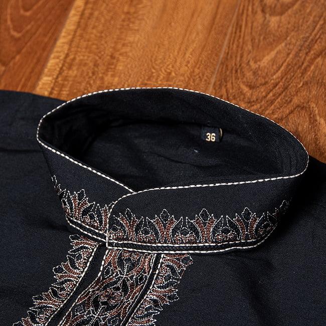 比翼仕立てのブラック クルタ・パジャマ上下セット インドの男性民族衣装 9 - ボタン周りです