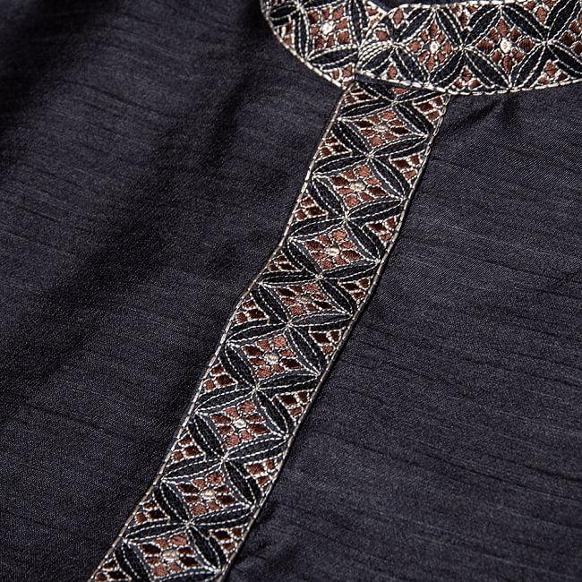 比翼仕立ての光沢ブラック クルタ・パジャマ上下セット インドの男性民族衣装 10 - 拡大写真です