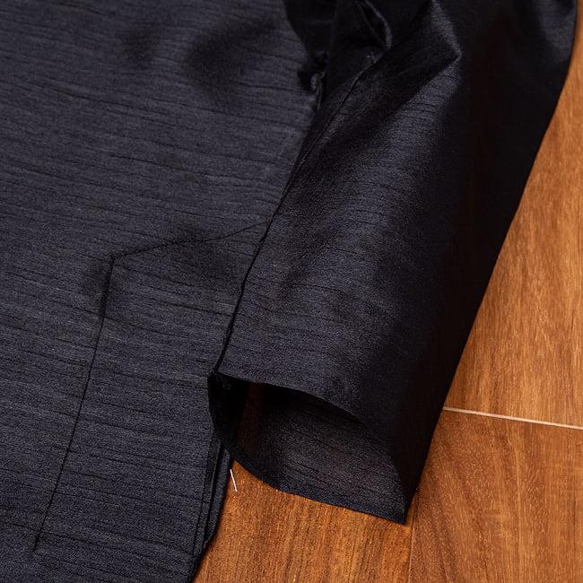 比翼仕立ての光沢ブラック クルタ・パジャマ上下セット インドの男性民族衣装 13 - ポケットの写真です