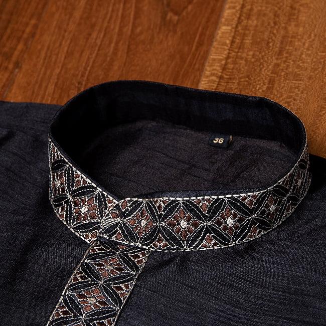 比翼仕立ての光沢ブラック クルタ・パジャマ上下セット インドの男性民族衣装 9 - ボタン周りです
