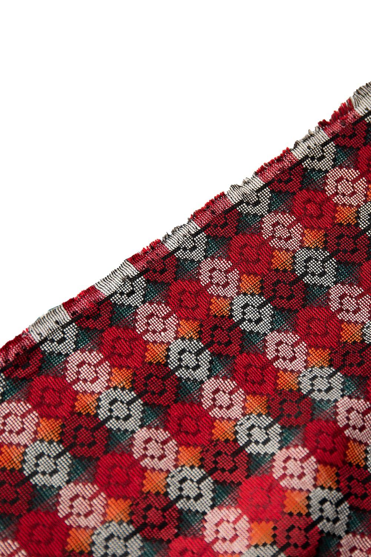 ネパール伝統のダッカ織り布 1メートル切り売り 4 - 端の処理を見てみました。