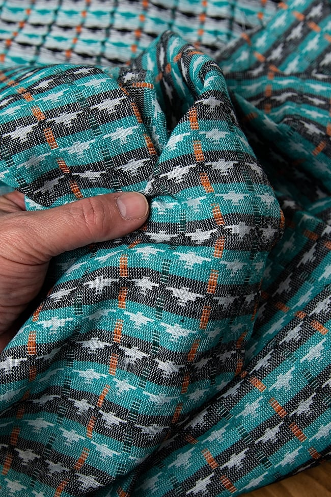 [約2メートル]ネパール伝統のダッカ織り布 5 - 肌触りもとっても良いんですよ!