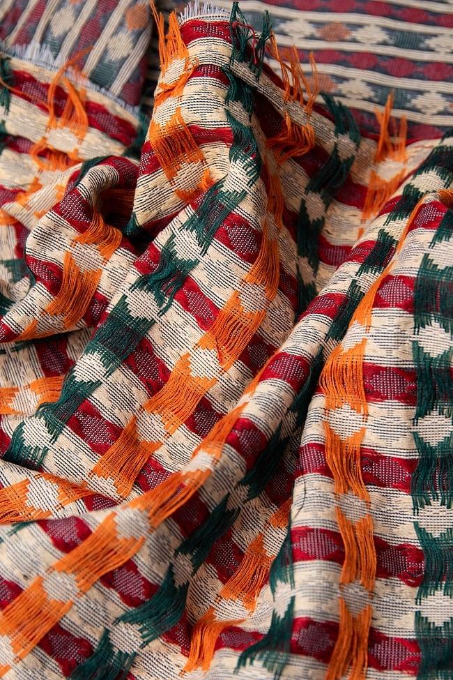 ネパール伝統のダッカ織り布 1メートル切り売り 6 - 裏地はこのようになっています。