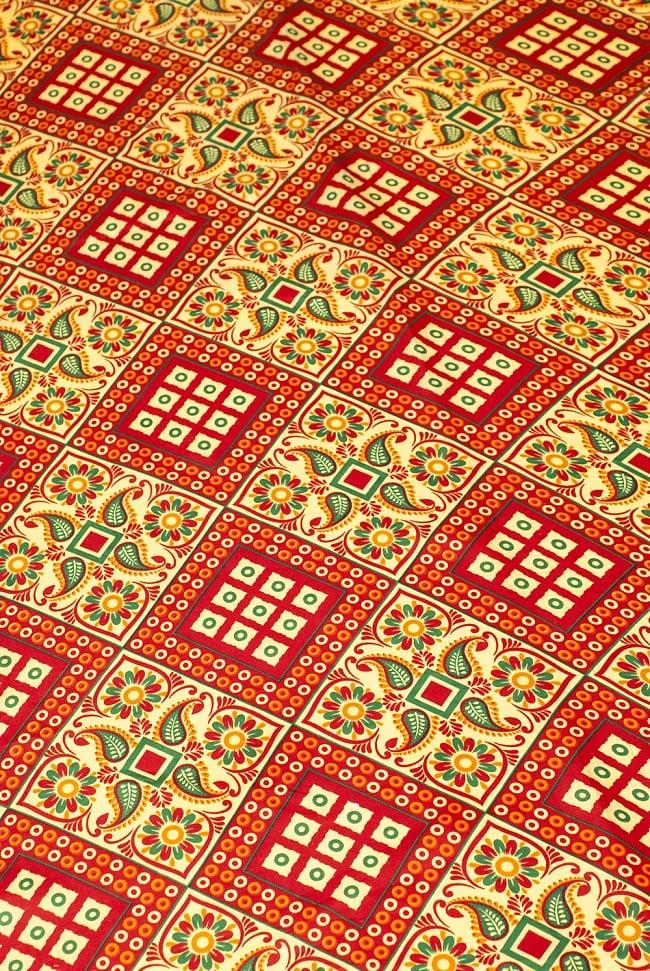 【横幅:153cm】パーティー向けデコレーション布(1m切り売り)の写真2 - インド伝統模様がドカンとプリントされています。