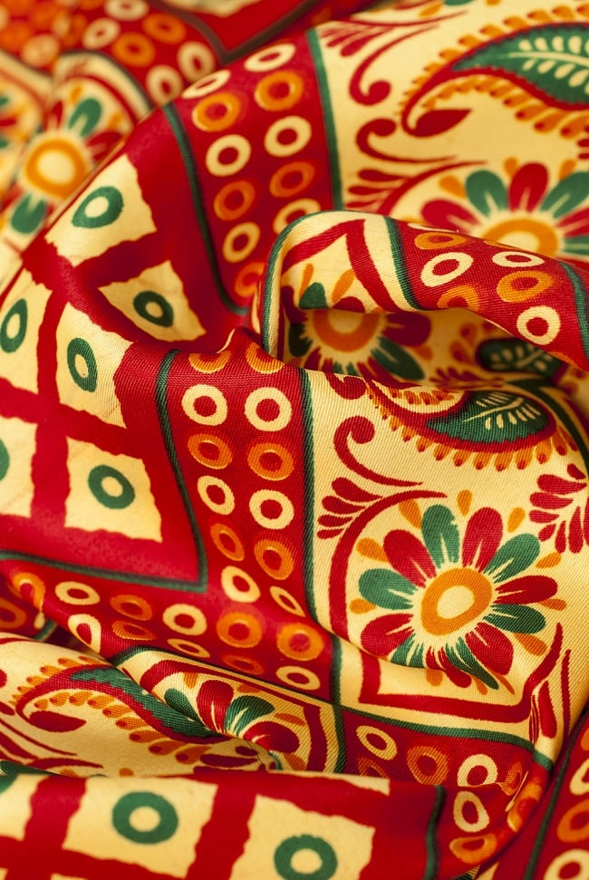 【横幅:153cm】パーティー向けデコレーション布(1m切り売り)の写真6 - 化繊なので、お手入れがしやすく雨にも強いです。お店や屋外パーティーの飾り付けにピッタリ!