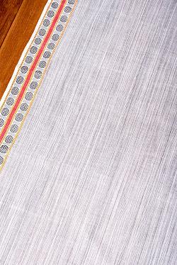 〔1m切り売り〕南インドのハーフボーダーコットンクロス〔幅約110cm〕 - ホワイト×ブラック