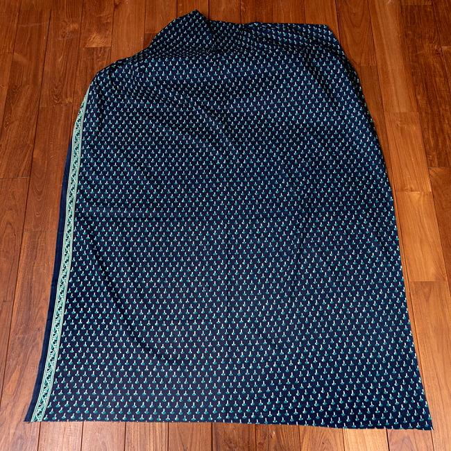 〔1m切り売り〕南インドの小花柄布〔幅約107cm〕 - ブルー系 2 - 生地全体を広げてみたところです。1個あたり1mとして、ご注文個数に応じた長さにカットしてお送りいたします。