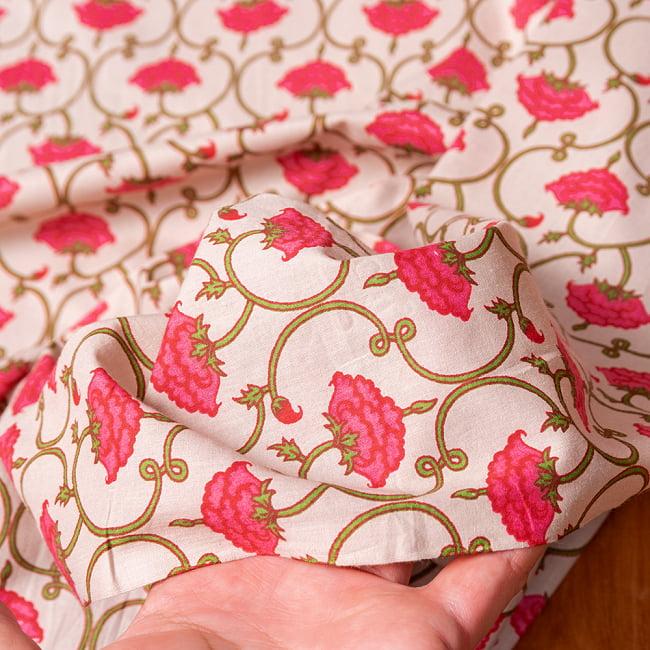 〔1m切り売り〕伝統息づく南インドから 更紗模様布〔幅約105cm〕 - ホワイト系 6 - このような質感の生地になります