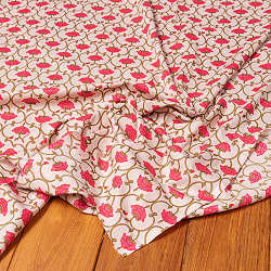 〔1m切り売り〕伝統息づく南インドから 更紗模様布〔幅約105cm〕 - ホワイト系の商品写真