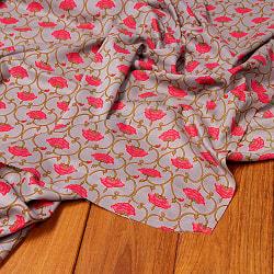 〔1m切り売り〕伝統息づく南インドから 更紗模様布〔幅約106cm〕 - グレー系