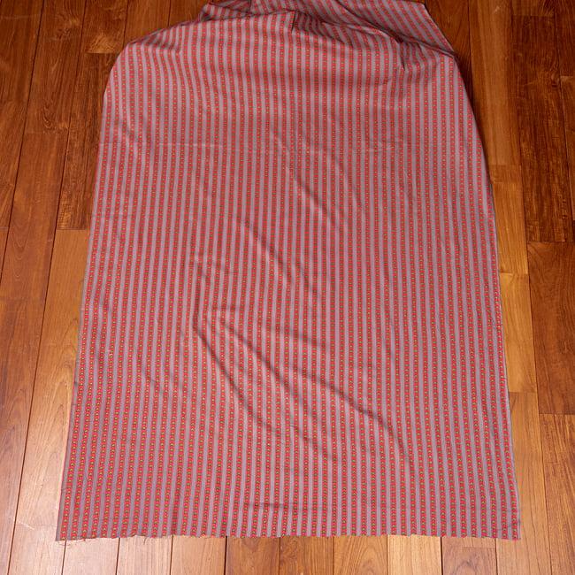 〔1m切り売り〕南インドのアローストライプ布〔幅約105cm〕 - グレー×ピンク系 2 - 生地全体を広げてみたところです。1個あたり1mとして、ご注文個数に応じた長さにカットしてお送りいたします。