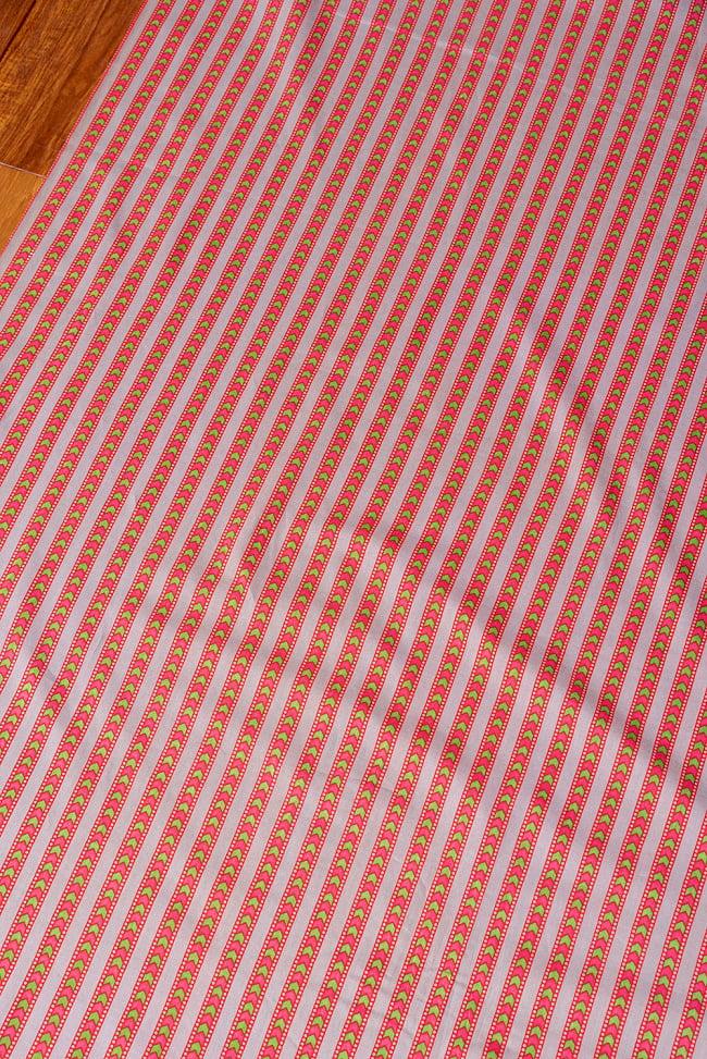 〔1m切り売り〕南インドのアローストライプ布〔幅約105cm〕 - グレー×ピンク系 3 - 1mの長さごとにご購入いただけます。