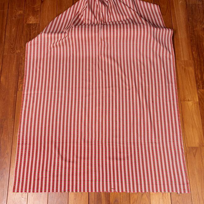 〔1m切り売り〕南インドのアローストライプ布〔幅約104.5cm〕 - ホワイト×ピンク系 2 - 生地全体を広げてみたところです。1個あたり1mとして、ご注文個数に応じた長さにカットしてお送りいたします。