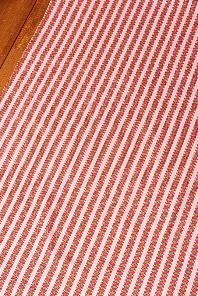 〔1m切り売り〕南インドのアローストライプ布〔幅約104.5cm〕 - ホワイト×ピンク系 3 - 1mの長さごとにご購入いただけます。