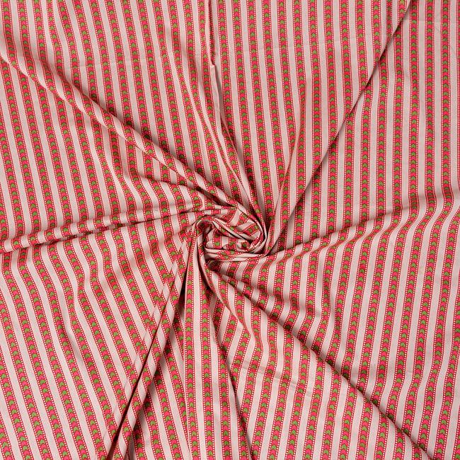 〔1m切り売り〕南インドのアローストライプ布〔幅約104.5cm〕 - ホワイト×ピンク系 4 - インドならではの布ですね。