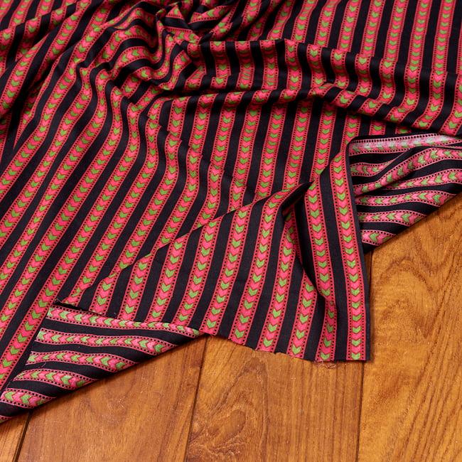 〔1m切り売り〕南インドのアローストライプ布〔幅約103cm〕 5 - 生地の拡大写真です。とても良い風合いです。