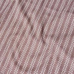 〔1m切り売り〕南インドのジグザグ模様 シェブロン・ストライプ布〔幅約110cm〕 - グレー系