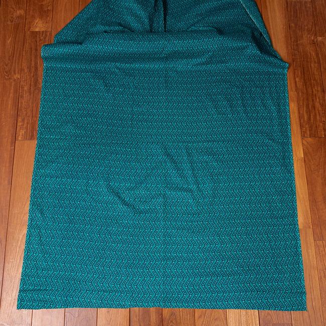 〔1m切り売り〕南インドのジグザグ模様 シェブロン・ストライプ布〔幅約108cm〕 - グリーン系 2 - 生地全体を広げてみたところです。1個あたり1mとして、ご注文個数に応じた長さにカットしてお送りいたします。