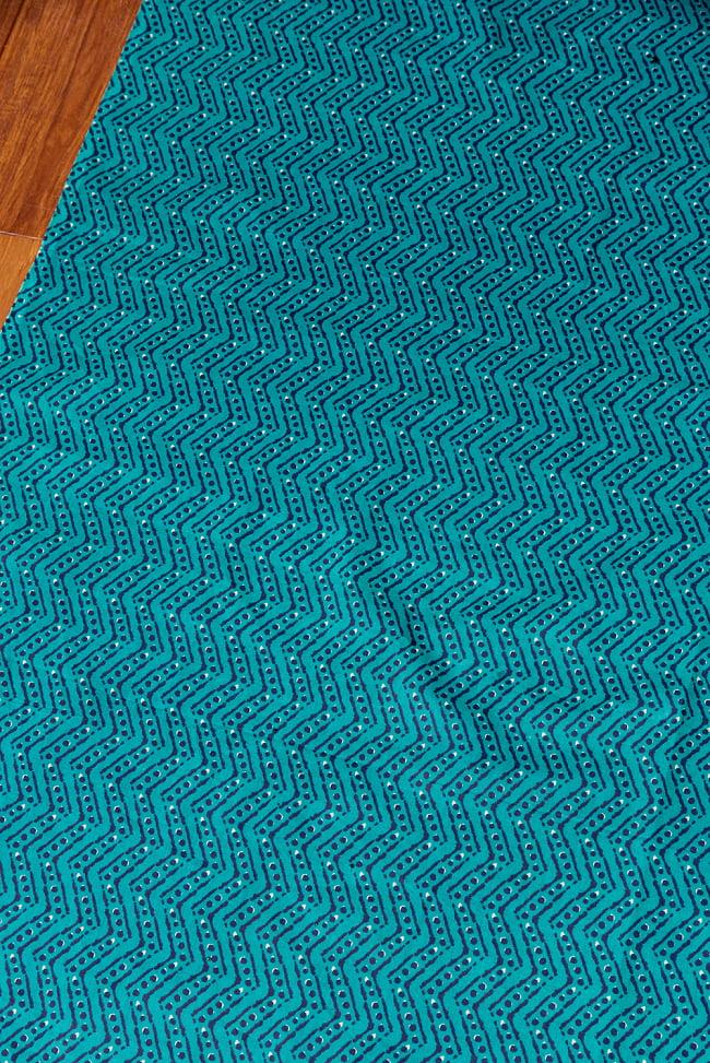 〔1m切り売り〕南インドのジグザグ模様 シェブロン・ストライプ布〔幅約108cm〕 - グリーン系 3 - 1mの長さごとにご購入いただけます。