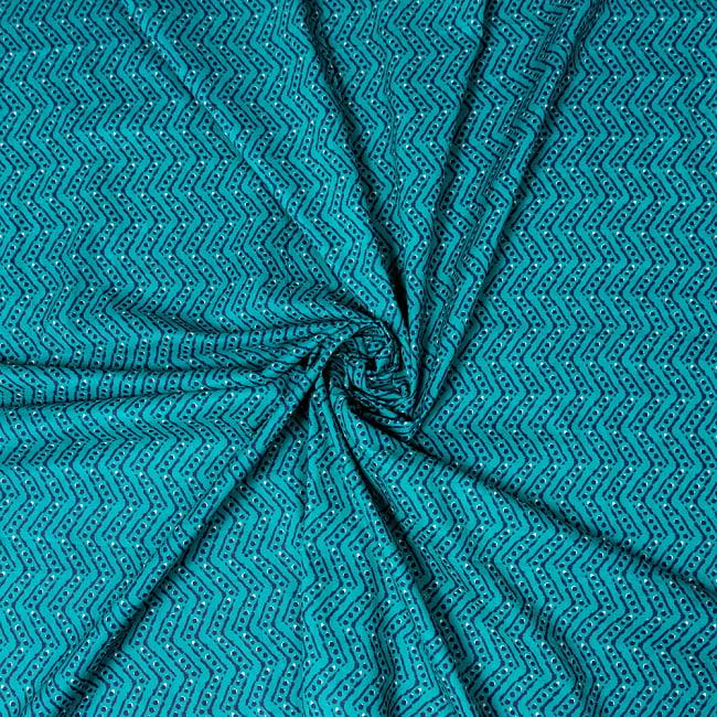 〔1m切り売り〕南インドのジグザグ模様 シェブロン・ストライプ布〔幅約108cm〕 - グリーン系 4 - インドならではの布ですね。