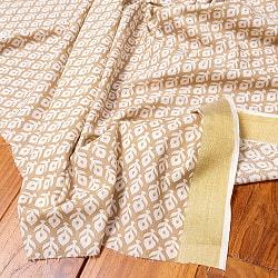 〔1m切り売り〕伝統息づく南インドから ゴールド装飾付き花柄布〔幅約104cm〕 - ホワイト×ライトブラウン系