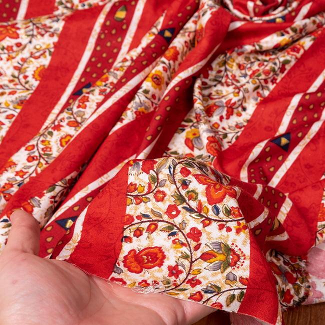 〔1m切り売り〕南インドの肌触り柔らかな更紗ストライプ布〔幅約112cm〕 - レッド系 6 - このような質感の生地になります