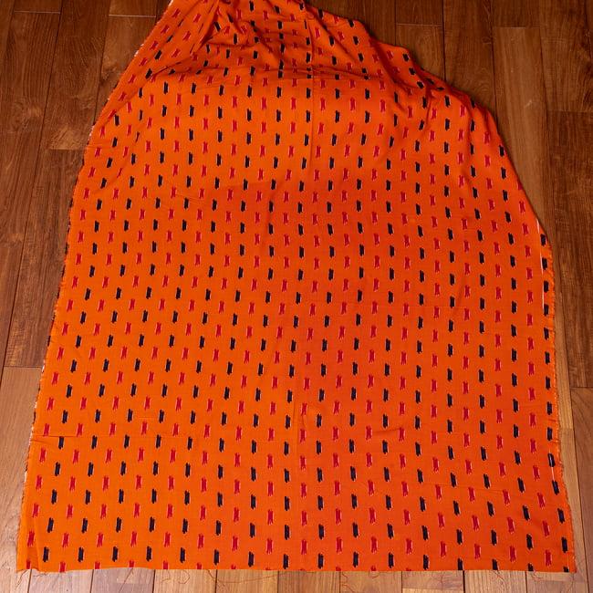 〔1m切り売り〕南インドの絣織り風パターン布〔幅約109.5cm〕 - オレンジ系 2 - 生地全体を広げてみたところです。1個あたり1mとして、ご注文個数に応じた長さにカットしてお送りいたします。
