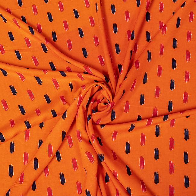 〔1m切り売り〕南インドの絣織り風パターン布〔幅約109.5cm〕 - オレンジ系 5 - 生地の拡大写真です。とても良い風合いです。