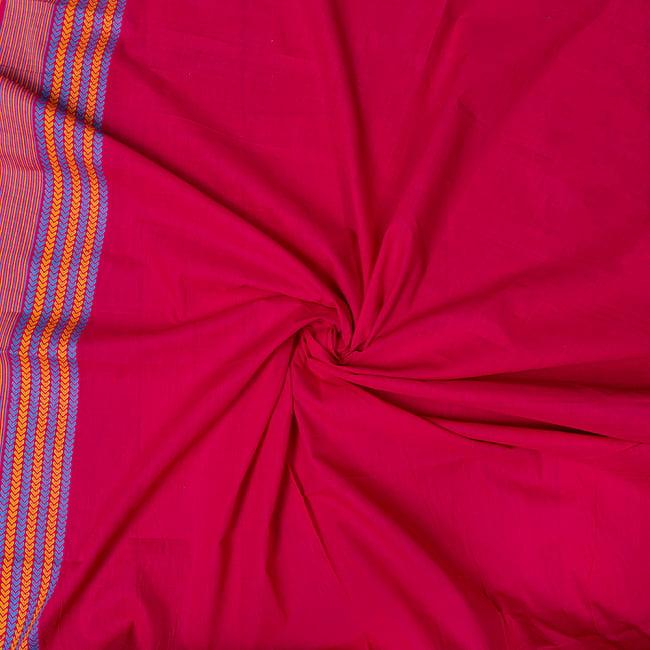 〔1m切り売り〕南インドのハーフボーダーコットンクロス〔幅約106cm〕 - マゼンタ系 5 - 生地の拡大写真です。とても良い風合いです。