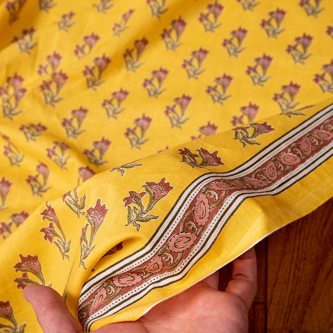 〔1m切り売り〕南インドの小花柄布〔約106cm〕 - イエロー 6 - 生地を広げてみたところです。横幅もしっかりあります。注文個数に応じた長さにカットしてお送りいたします。
