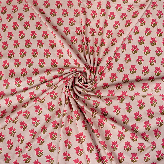〔1m切り売り〕南インドの小花柄布〔約106cm〕 - ホワイトベージュ 5 - 生地の拡大写真です。とても良い風合いです。
