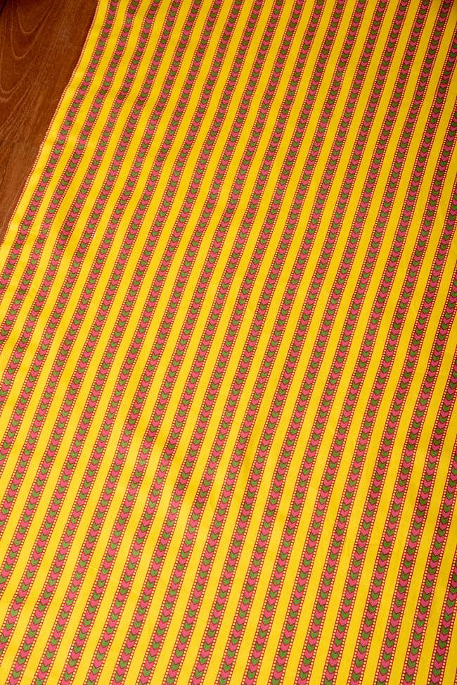 〔1m切り売り〕南インドのアローストライプ布〔約106cm〕 - イエロー 3 - 1mの長さごとにご購入いただけます。