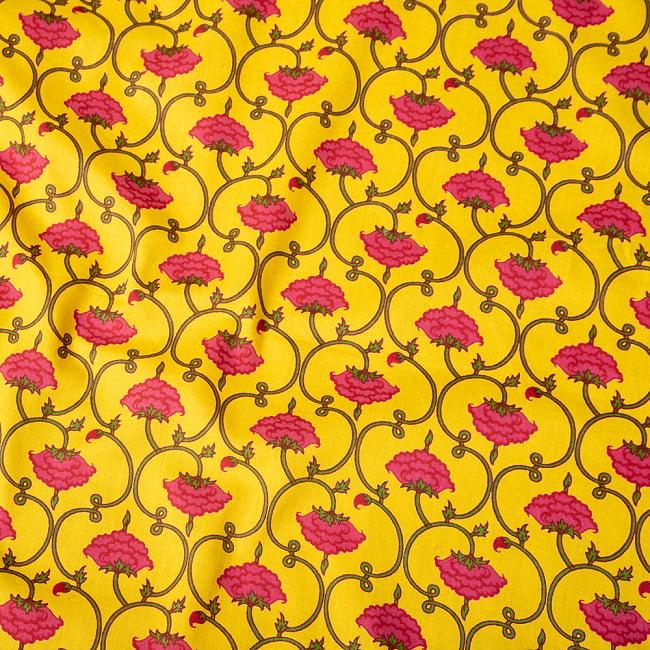 〔1m切り売り〕南インドの蔦と小花柄布〔約106cm〕 - イエロー 4 - インドならではの布ですね。