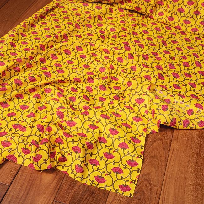 〔1m切り売り〕南インドの蔦と小花柄布〔約106cm〕 - イエローの写真