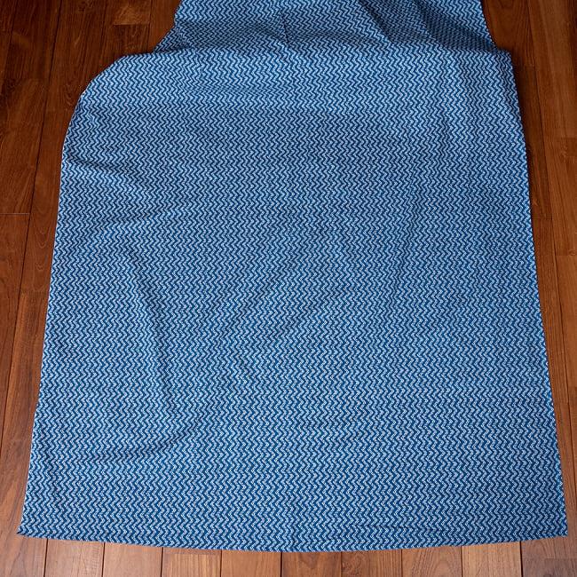 〔1m切り売り〕南インドのジグザグ模様 シェブロン・ストライプ布〔約106cm〕 - ブルー 2 - とても素敵な雰囲気です