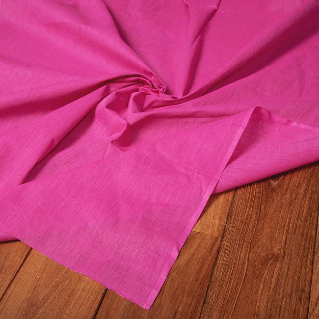 〔1m切り売り〕南インドのシンプル無地コットン布〔約106cm〕 - ピンク 5 - 生地の拡大写真です。とても良い風合いです。