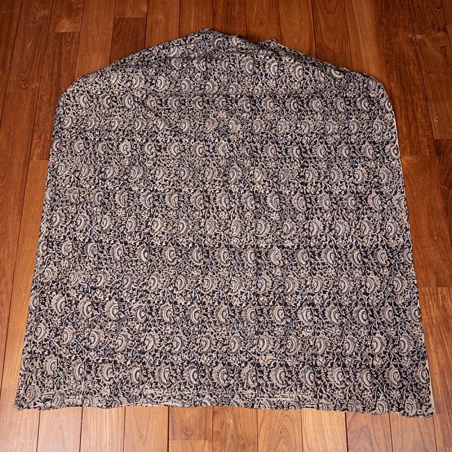 〔1m切り売り〕伝統息づく南インドから 昔ながらの木版染め更紗模様布〔約106cm〕 - ブラック 2 - とても素敵な雰囲気です