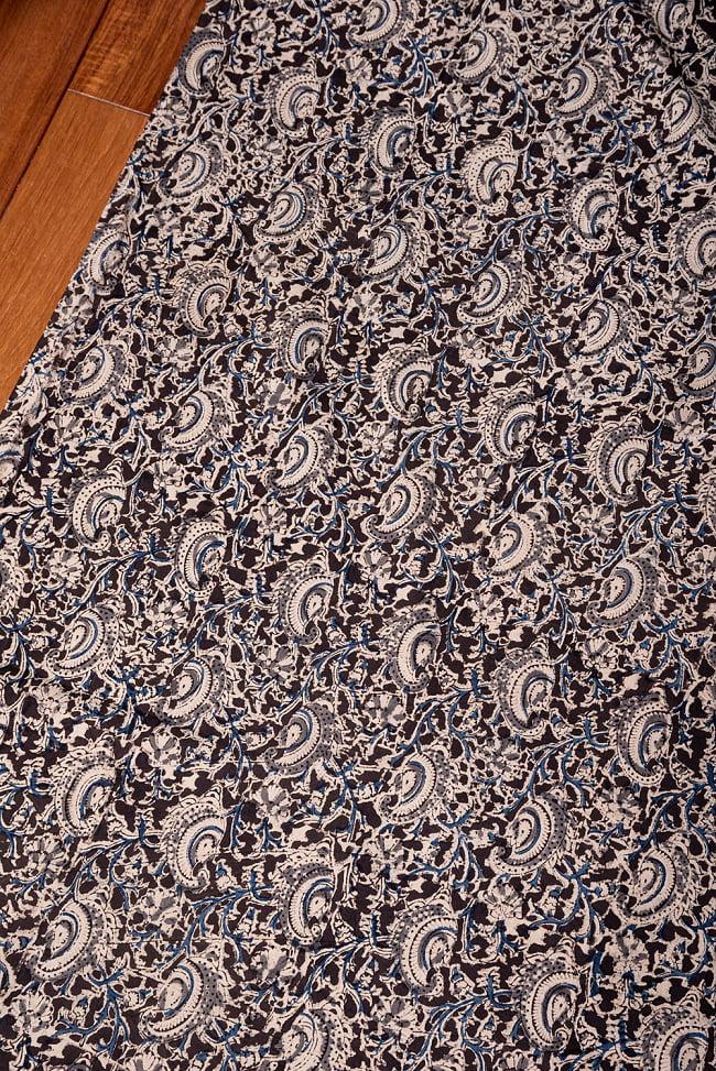 〔1m切り売り〕伝統息づく南インドから 昔ながらの木版染め更紗模様布〔約106cm〕 - ブラック 3 - 1mの長さごとにご購入いただけます。