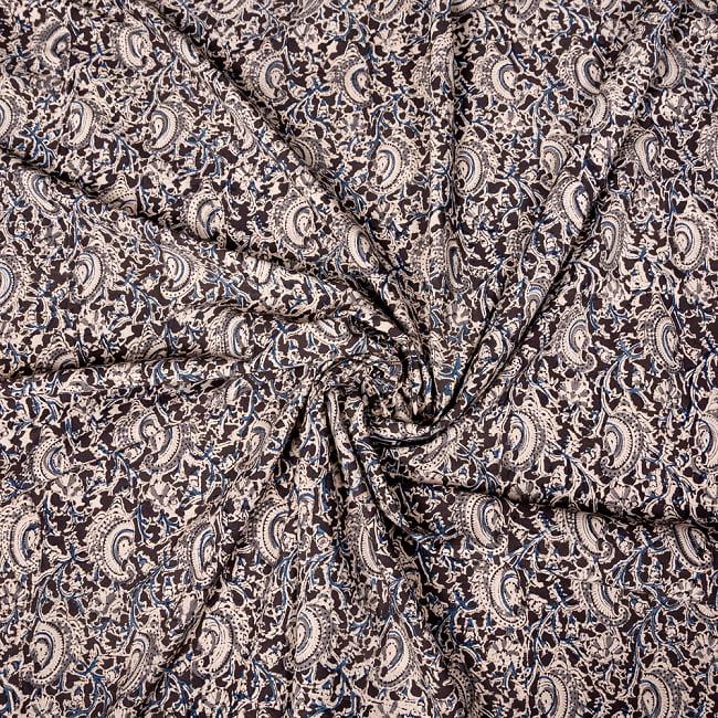 〔1m切り売り〕伝統息づく南インドから 昔ながらの木版染め更紗模様布〔約106cm〕 - ブラック 4 - インドならではの布ですね。