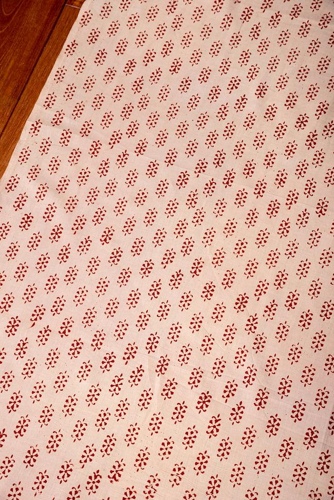 〔1m切り売り〕南インドの小花柄布〔約106cm〕 - ベージュ 3 - 1mの長さごとにご購入いただけます。