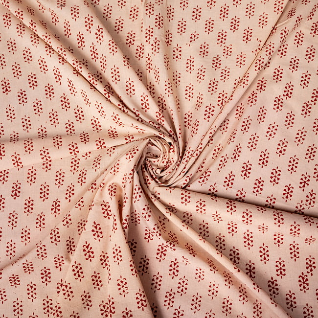 〔1m切り売り〕南インドの小花柄布〔約106cm〕 - ベージュ 4 - インドならではの布ですね。