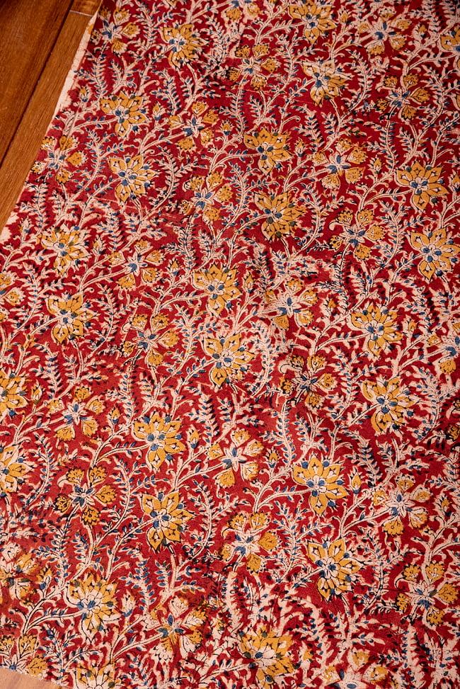 〔1m切り売り〕伝統息づく南インドから 昔ながらの木版染め更紗模様布〔約106cm〕 - レッド 3 - 1mの長さごとにご購入いただけます。