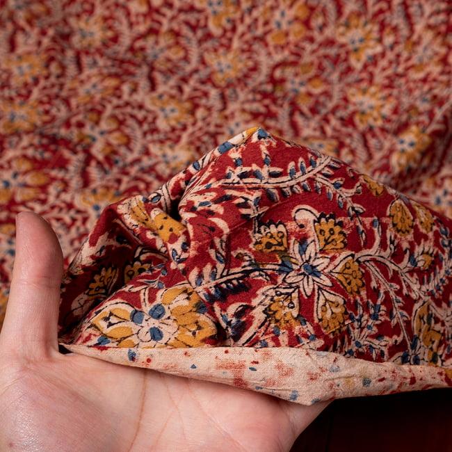 〔1m切り売り〕伝統息づく南インドから 昔ながらの木版染め更紗模様布〔約106cm〕 - レッド 6 - 生地を広げてみたところです。横幅もしっかりあります。注文個数に応じた長さにカットしてお送りいたします。